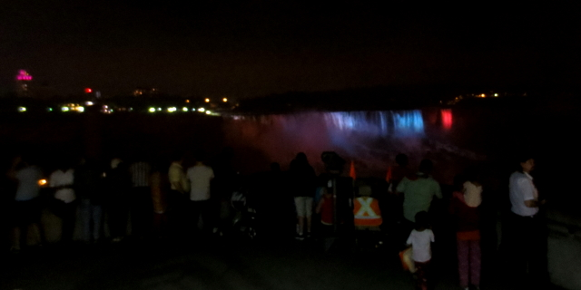 夜の街歩き ・・・ ナイアガラの滝2