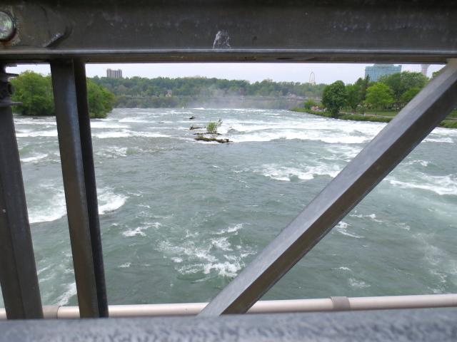 アメリカ滝への道 (7景-5) ニューヨーク州 アメリカ Niagara Falls, State of Newyork, USA 2013/05/22 Photo by Kohyuh