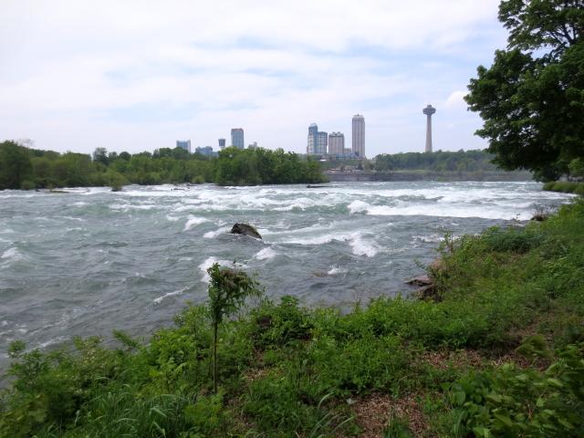 アメリカ滝への道 (7景-7) ニューヨーク州 アメリカ Niagara Falls, State of Newyork, USA 2013/05/22 Photo by Kohyuh