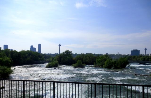 ナイアガラの滝 (15景-8) ・・・ アメリカ側 ニューヨーク州 アメリカ Niagara Falls, NY, USA 2013/05/22 Photo by Kohyuh