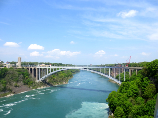ナイアガラの滝 (15景-4) ・・・ アメリカ側 ニューヨーク州 アメリカ Niagara Falls, NY, USA 2013/05/22 Photo by Kohyuh