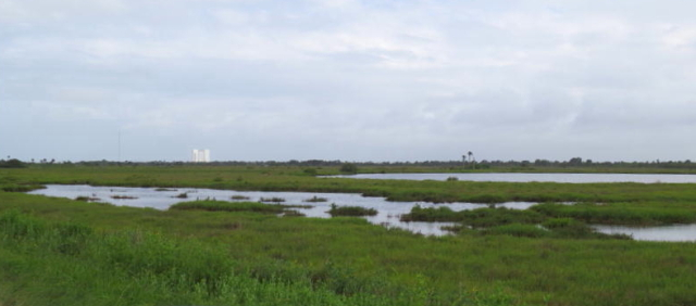 NASAの施設遠望 メリット島国立野生動物保護区 2013/06/02 Photo by Kohyuh