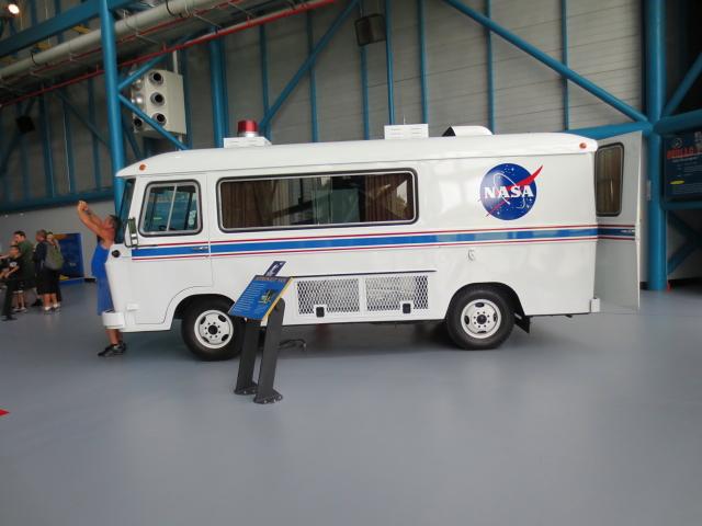 宇宙飛行士送迎車 (3シーン)-1