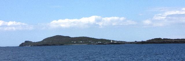 イニシュボーフィン島 Inishbofin Island の波止場の遠望 2009/06/09 Photo by Kohyuh